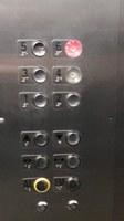 Braille nos botões dos elevadores