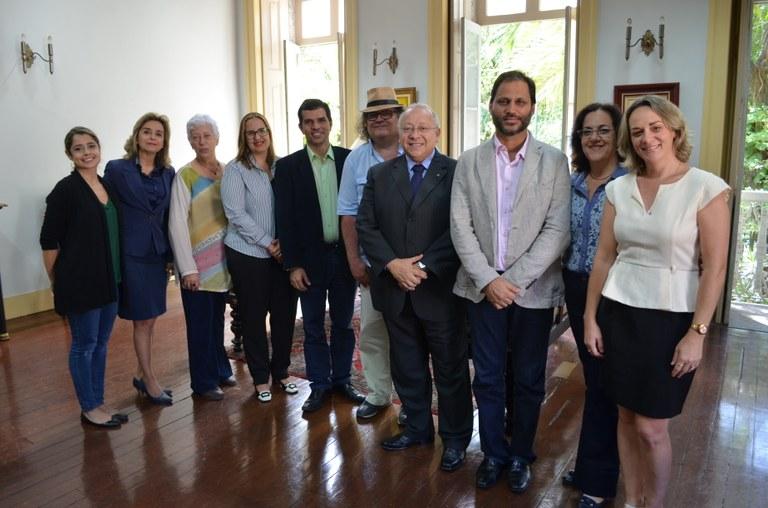 Assinatura de acordo reuniu representantes da UNIRIO e do Inpuc (Foto: Comso)