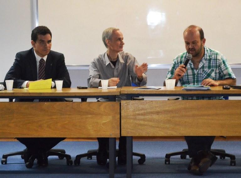 Da esquerda para a direita: vice-reitor, Ricardo Cardoso; decano do CCET, Luiz Amâncio; e presidente da ONG Iniciativa Verde, Roberto Resende (Foto: Comso)