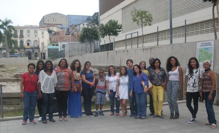 Estudantes e convidados visitaram pontos culturais do Centro do Rio (Foto: Pós-Graduação em Educação Especial - DV)