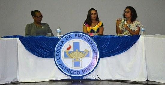 Da esquerda para a direita: transativista Kathyla Katheryne Valverde; professora da EEAP Adriana Lemos; e coordenadora do Cladem, Ana Paula Sciammarella (Foto: Comso)