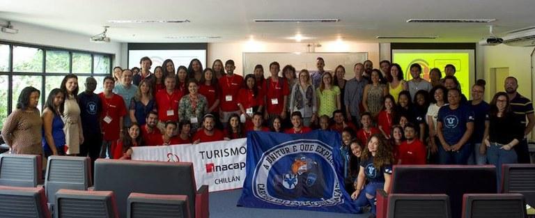 Participantes discutiram sobre turismo como atividade econômica, campo de atuação profissional e área de ensino e pesquisa (Foto: Comso)