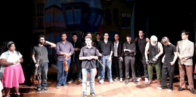 Peça conta com 19 atores, que se revezam em dois elencos (Foto: Divulgação)