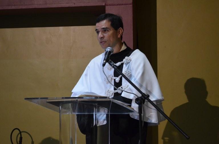 Emocionado, o novo reitor da UNIRIO profere seu discurso (Foto: Comso)