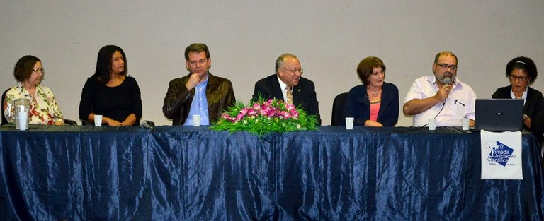Reitor da UNIRIO (ao centro) e representantes do CNPq (Foto: Comso)