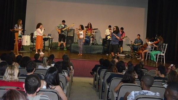 Curso de Medicina recebe o Jornalista André Trigueiro (foto: divulgação/Comso)