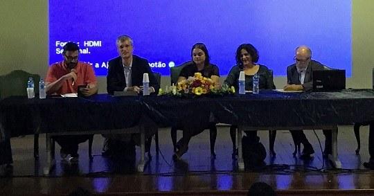 Da esquerda para a direita: Ardigó Martino, Ivo Quaranta, Cristiane de Oliveira Novaes, Maria Paula Cerqueira Gomes e Reinaldo Guimarães (Foto: Comso)