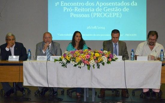 Estiveram na mesa de abertura dirigentes da UNIRIO e representantes das associações de classe (Foto: Comso)