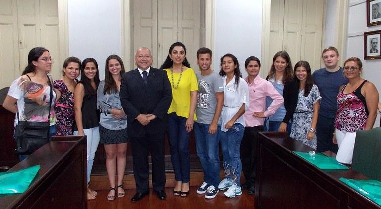 Intercambistas foram recebidos pelo reitor e pela equipe da Coordenação de Relações Internacionais (Foto: CRI)
