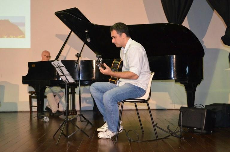 Pianista Clifford Korman e violonista Thiago Trajano se apresentaram no evento (Foto: Comso)