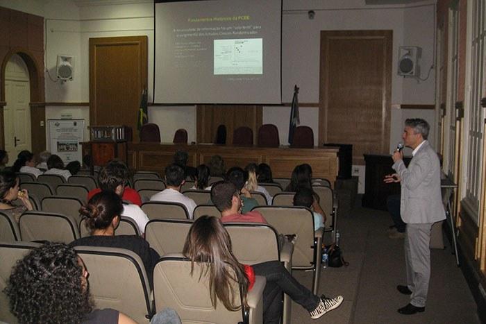 Fabio Turche fala sobre a Prática Clínica Baseada em Evidências (Foto: Comso)