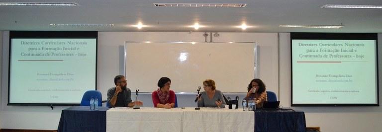 Mesa na tarde desta quinta-feira (19) reuniu especialistas da UNIRIO, Uerj e UFF (Foto: Comso)