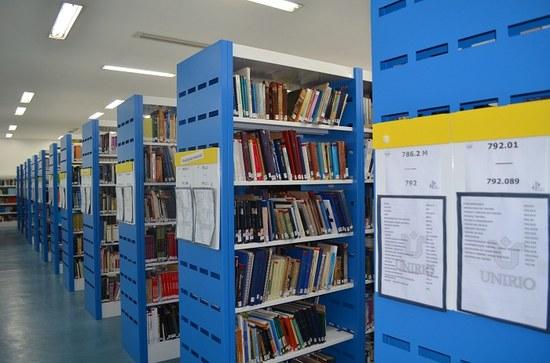 Biblioteca Central conta um acervo extenso e variado. (Foto:Comso)