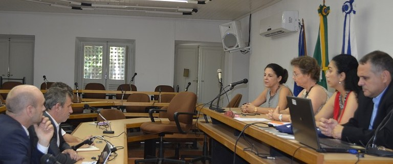 Representantes do Consulado  Francês na UNIRIO (Foto: Comso)