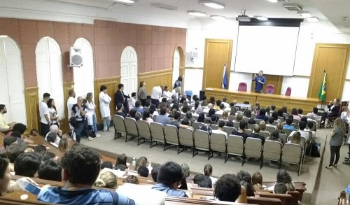 Curso de Medicina recebe o jornalista André Trigueiro