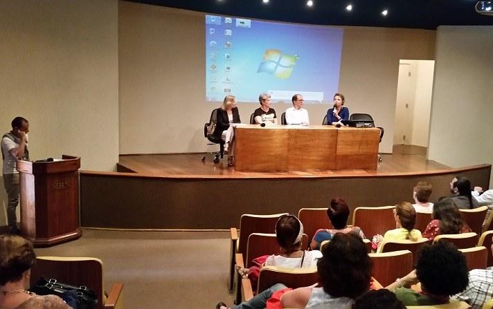 Evelyn Orrico fala durante a cerimônia de abertura do evento (Foto: Comso)
