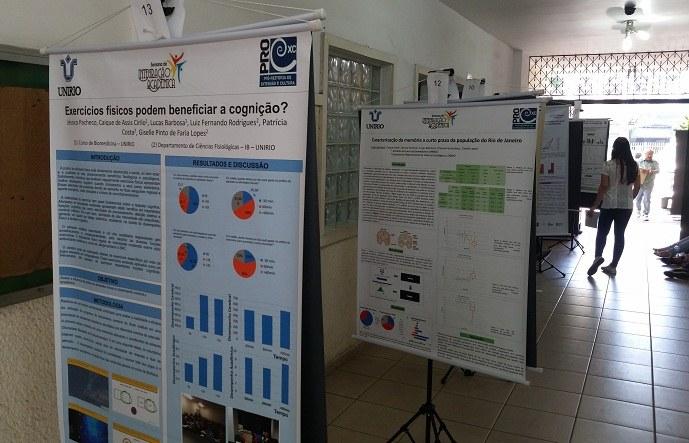 Exposição de pôsters na entrada do Instituto Biomédico (Foto: Comso)