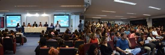 Mesa e plateia da sessão do turno da noite (Fotos: Comso)
