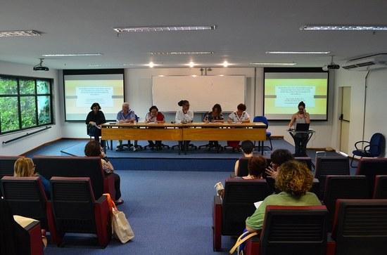 Pesquisadores apresentam trabalhos durante o seminário (Foto: Comso)