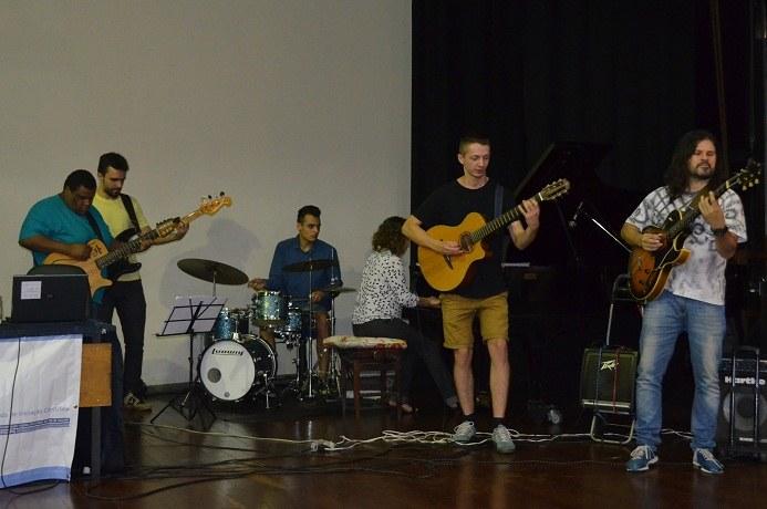 O Grupo Swing Lab, projeto de Cultura da UNIRIO, se apresentou na abertura do evento. (Foto: Comso)