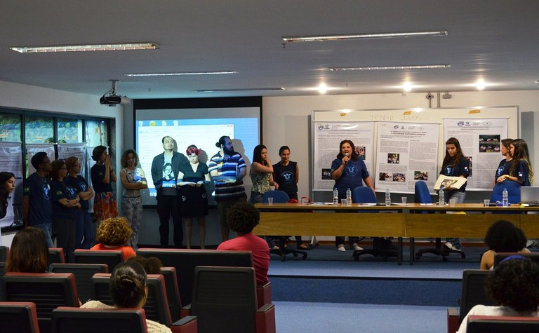 Bolsistas Pibid reunidos para apresentação dos projetos (Foto: Comso)