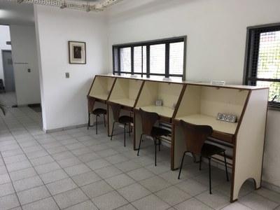 Biblioteca central - Mesas de Estudos (2º andar)