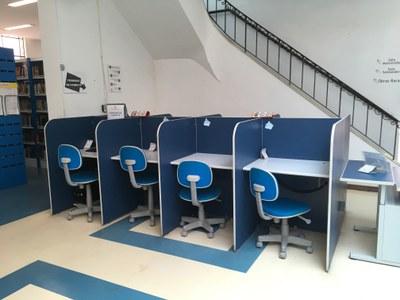 Biblioteca Central - Mesas de Estudos