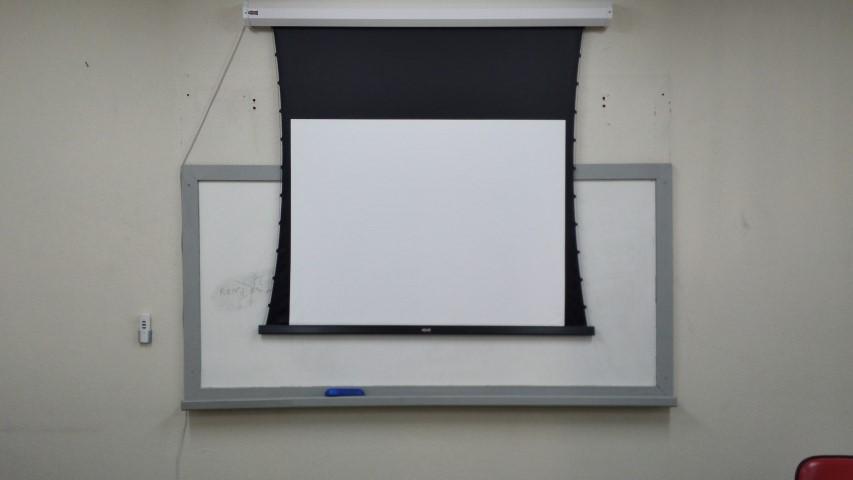 Concluída a instalação da tela elétrica da sala A-515