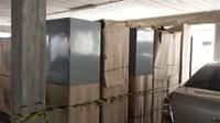 Equipe de manutenção recebe armários para guarda de bens funcionais e pessoais