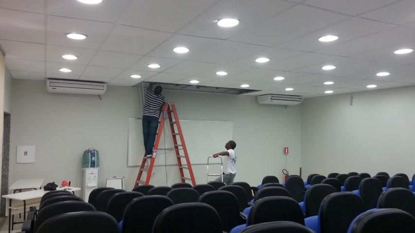 Instalada tela elétrica na sala G-107
