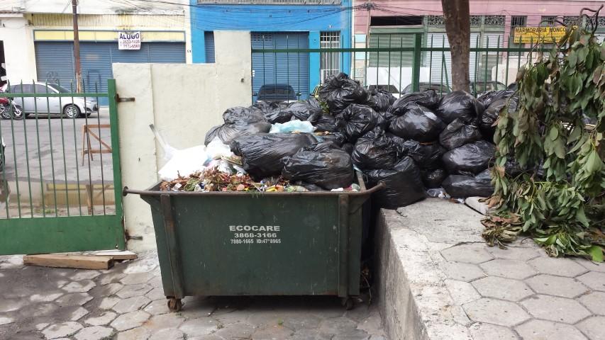 Nota da Direção do IB sobre o acúmulo de lixo/entulho nas caçambas da unidade