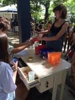 Alunos da disciplina de Desenvolvimento Sustentável  promovem ação para estimular o uso de copos duráveis no Restaurante Escola da UNIRIO