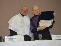 Imortal da ABL recebe título de Doutor Honoris Causa
