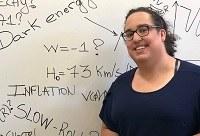 Cosmóloga brasileira da Universidade do Arizona profere palestra para estudantes da UNIRIO