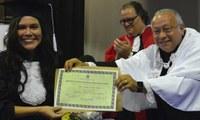 Diplomas da UNIRIO são entregues no ato de colação de grau