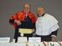 Docente Aurélio Wander Bastos, da Escola de Ciências Jurídicas, recebe título de professor emérito