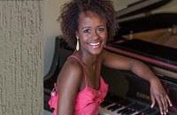 Pianista Raquel Paixão se apresenta na Sala Villa-Lobos
