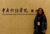 Professora da Escola de Teatro da UNIRIO  recebe prêmio em Pequim