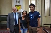 Reitor recebe estudantes contemplados em edital do Ministério do Turismo e da Capes